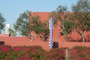 tustin-marketplace-wall-and-plantings